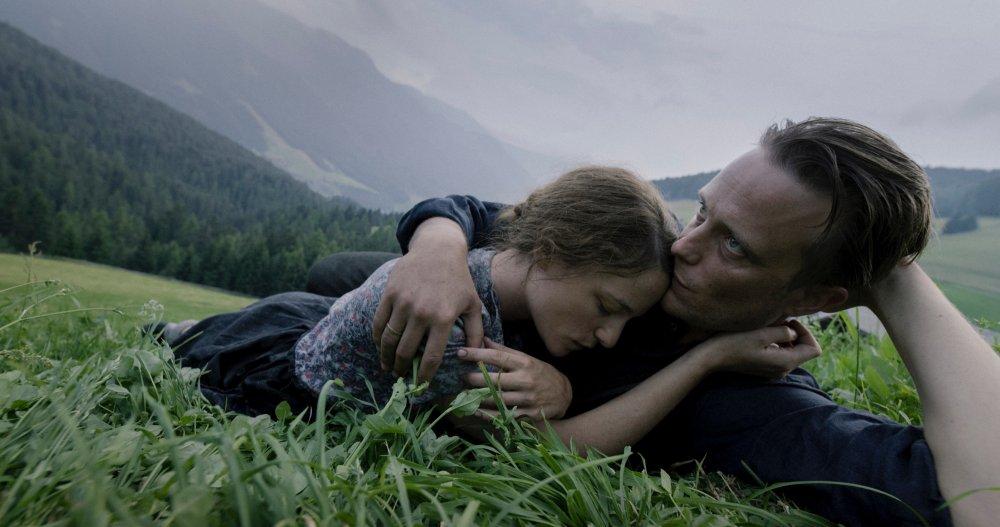 Valerie Pachner as Fani Jägerstätter and August Dielf as Franz Jägerstätter in A Hidden Life