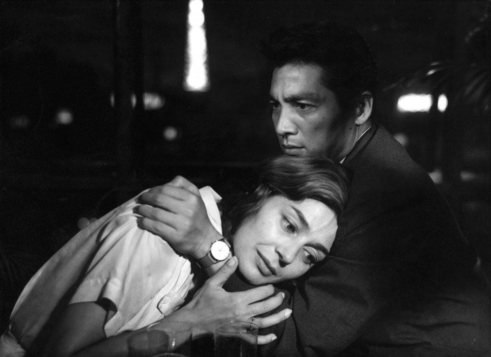 Emmanuelle Riva in the arms of Eiji Okada in Alain Resnais's 1959 Hiroshima mon amour
