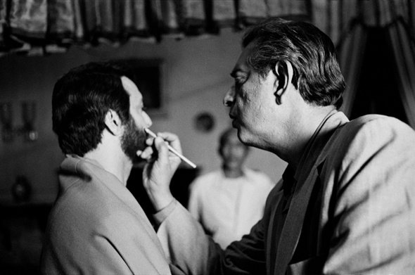 Ray touches up Soumitra Chatterjee's make-up for The Home and the World (1984)