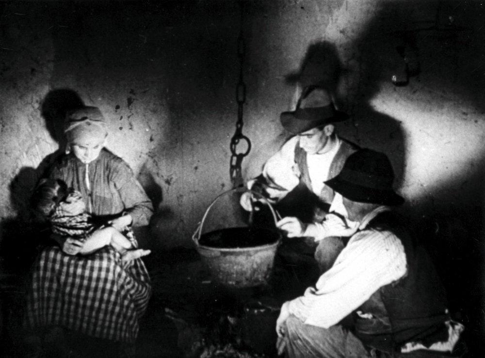 Las Hurdes (1933)