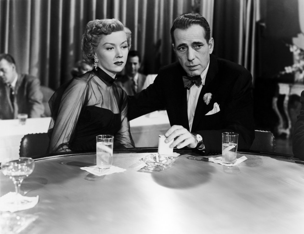 Laurel (Gloria Grahame) and Dix falling in love over gin and tonics