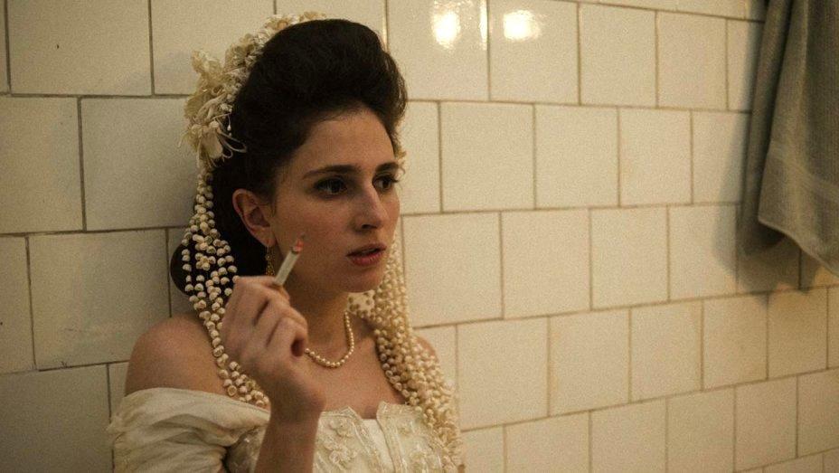 Carol Duarte as Young Eurídice