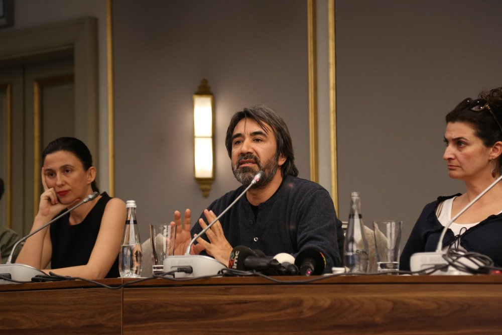 Zemi Demirkubuz speaking at a press conference at the 2015 Istanbul Film Festival