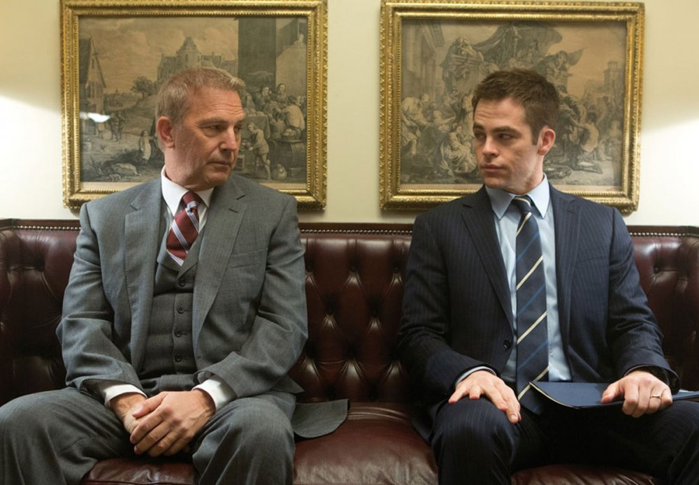 Kevin Coster as Thomas Harper and Chris Pine as Jack Ryan in Jack Ryan: Shadow Recruit (2014)