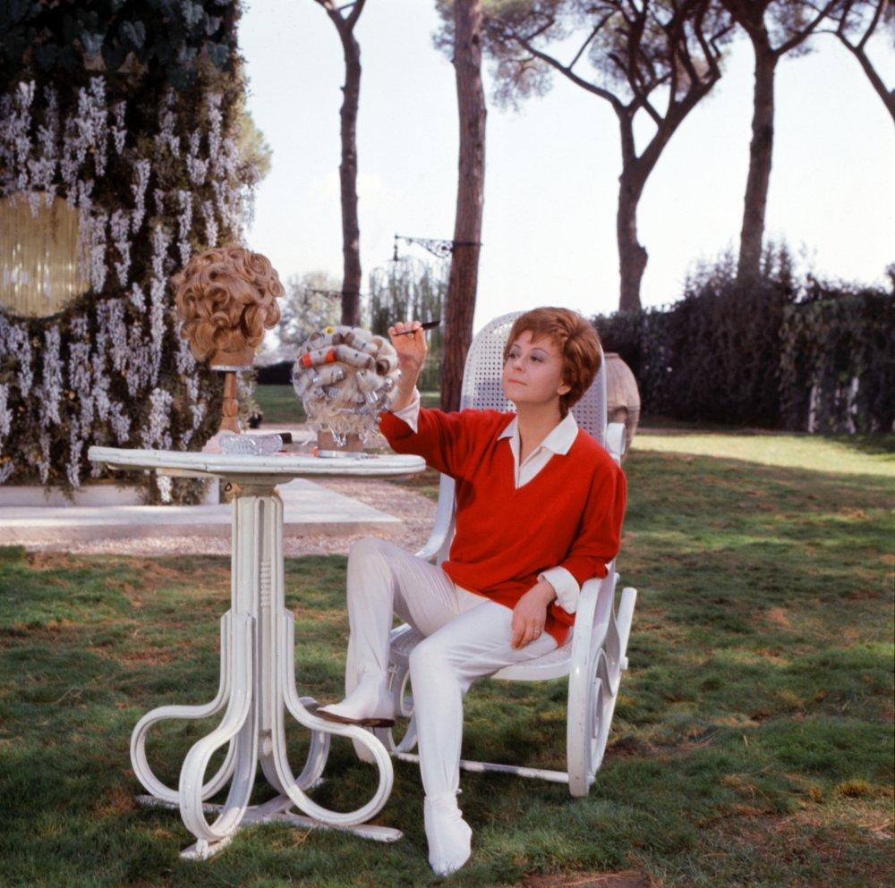 Giulietta Masina in Juliet of the Spirits (1965)
