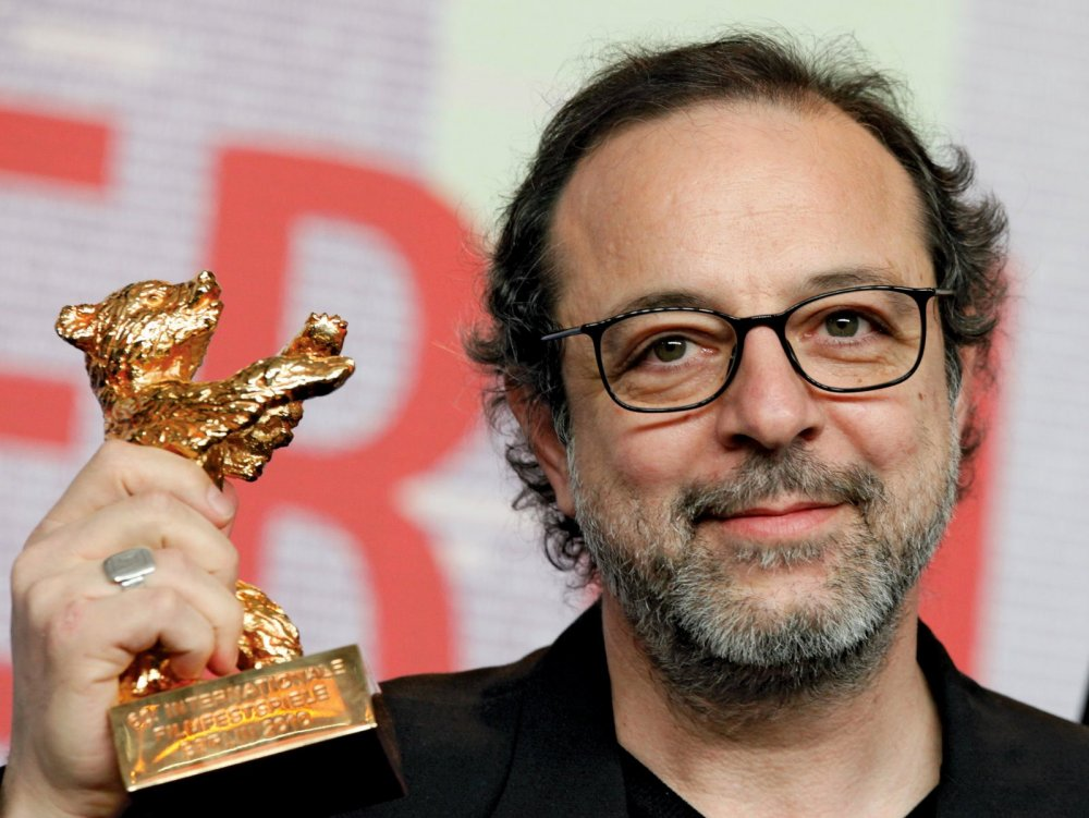 Semih Kaplanoglu with his Berlinale Golden Bear for Honey