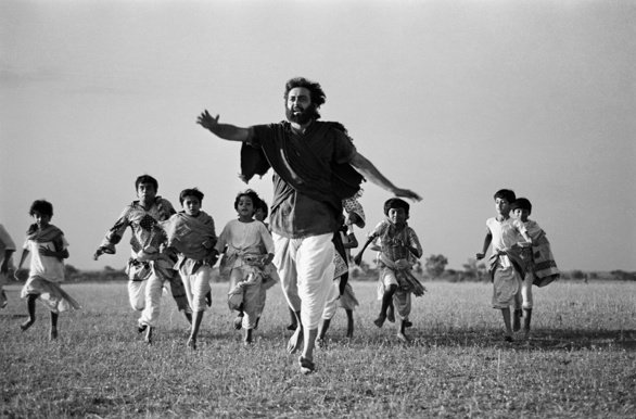 Actor Soumitra Chatterjee as Professor Udayan with his students in Kingdom of Diamonds (1980)