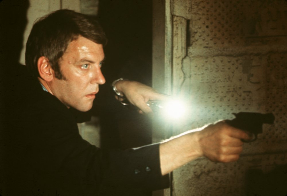 Willis began a six-film collaboration with director Alan J. Pakula with the 1971 thriller Klute, starring Donald Sutherland as a private detective whose search for a missing man brings him into contact with a New York prostitute played by Jane Fonda
