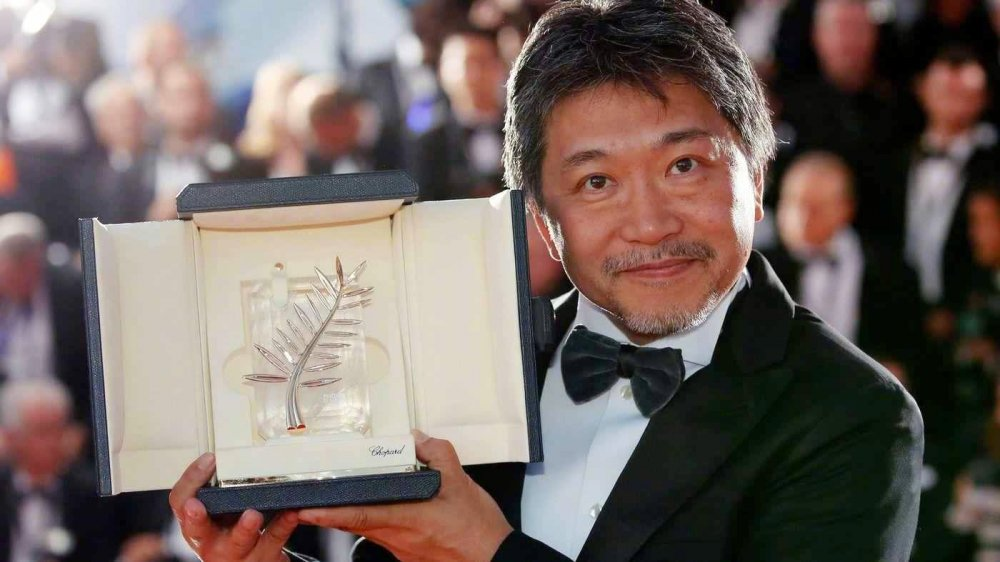 Koreeda Hirokazu with his Cannes Palme d'Or for Shoplifters (2018)