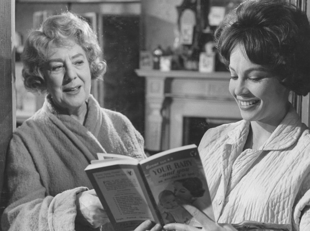 Cicely Courtneidge and Leslie Caron in The L-Shaped Room (1962)