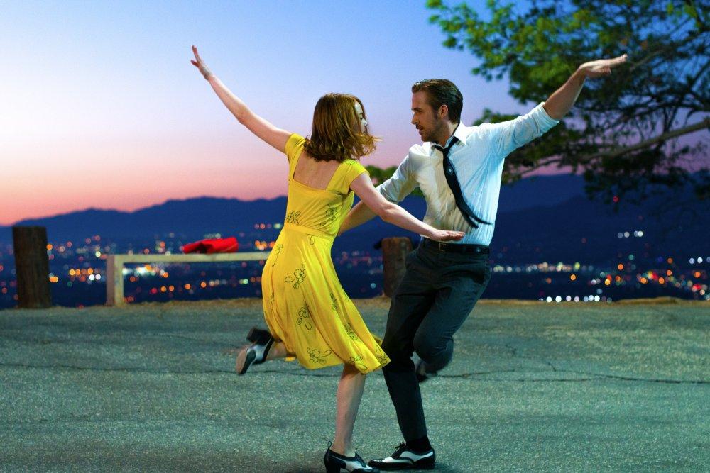 la-la-land-2016-001-couple-spin-dancing-twilight.jpg?itok=NhE7R45c