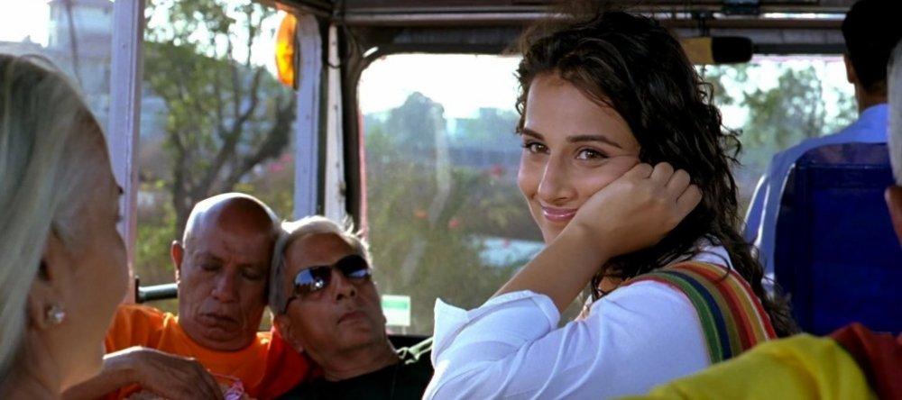 lage-raho-munna-bhai-2006-001-woman-smil