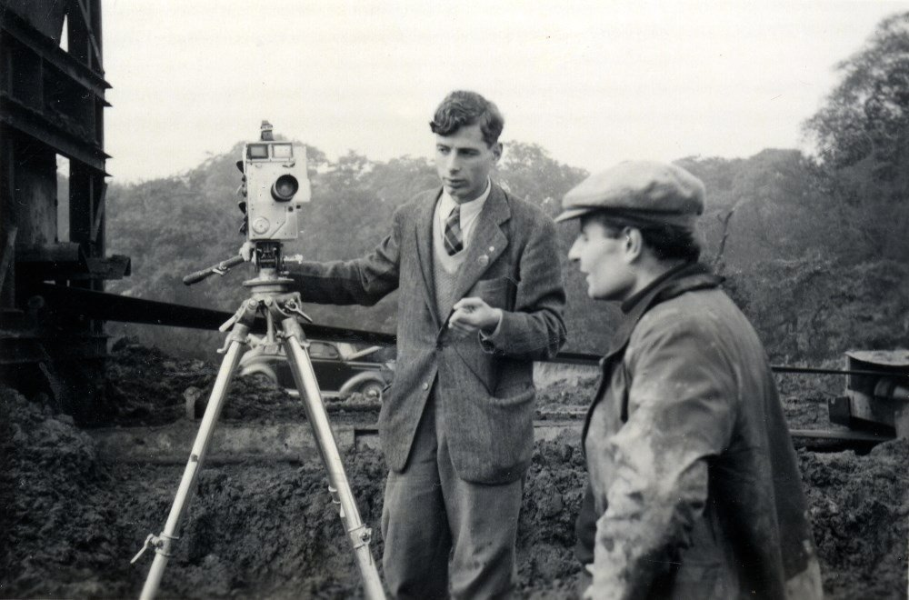 Walter Lassally shooting the short documentary Three Installations (1952) with Lindsay Anderson