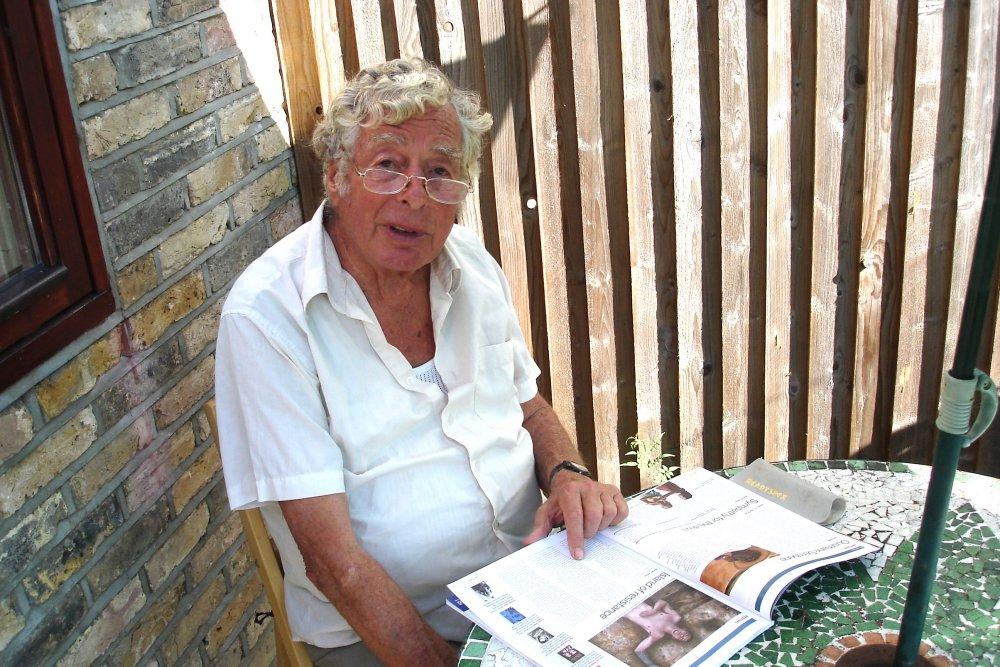 Walter Lassally reading Sight & Sound in London in September 2007