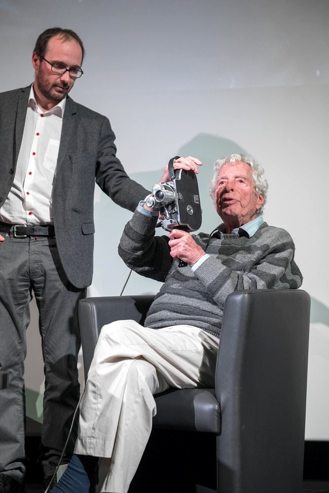 Walter Lassally showing off the 16mm Bolex camera with which he shot several Free Cinema films in the 1950s, during a special event at the Cinémathèque de Toulouse in February 2016