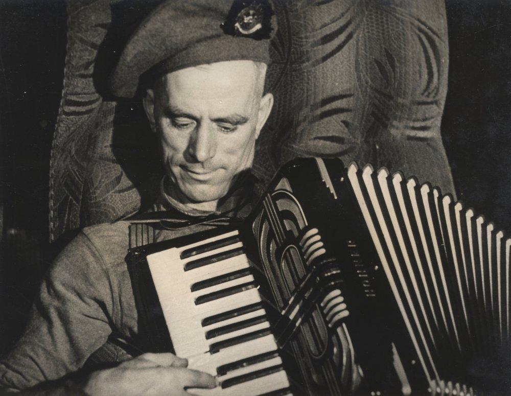 Listen to Britain (1942)
