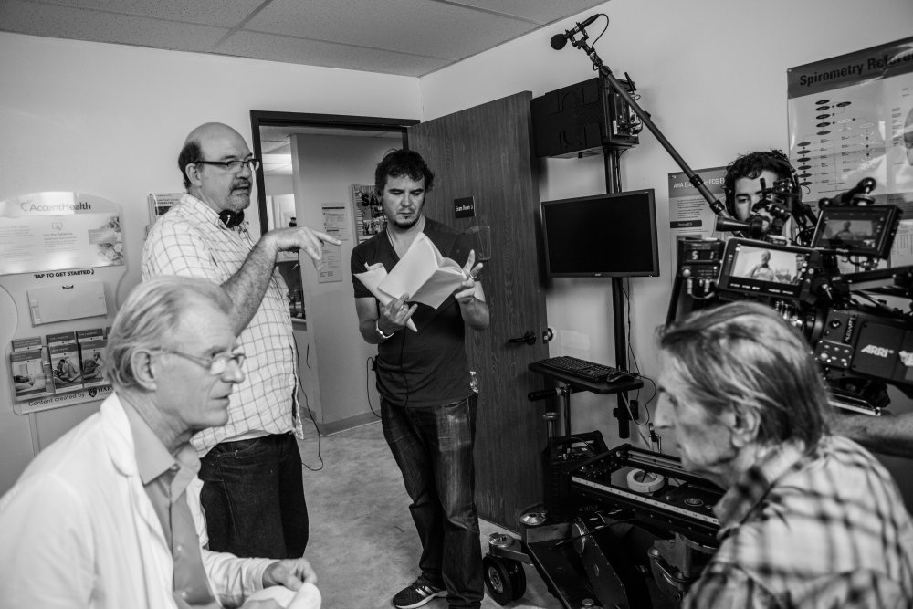 Ed Begley Jr, Harry Dean Stanton and crew on the set of Lucky