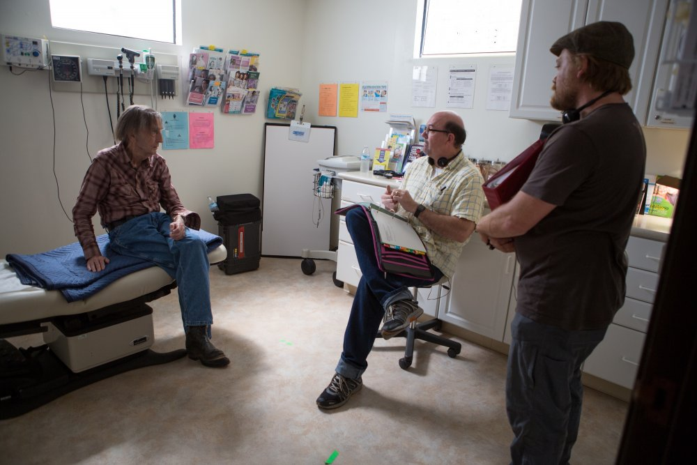 Logan Sparks, Harry Dean Stanton and John Carroll Lynch in the doctor's office set of Lucky