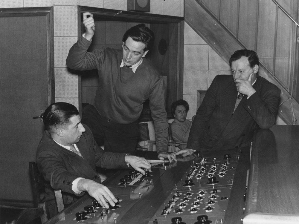 Alexander Mackendrick (centre) with sound supervisor Stephen Dalby and producer Leslie Norman at the sound mixing suite on Mandy (1952)