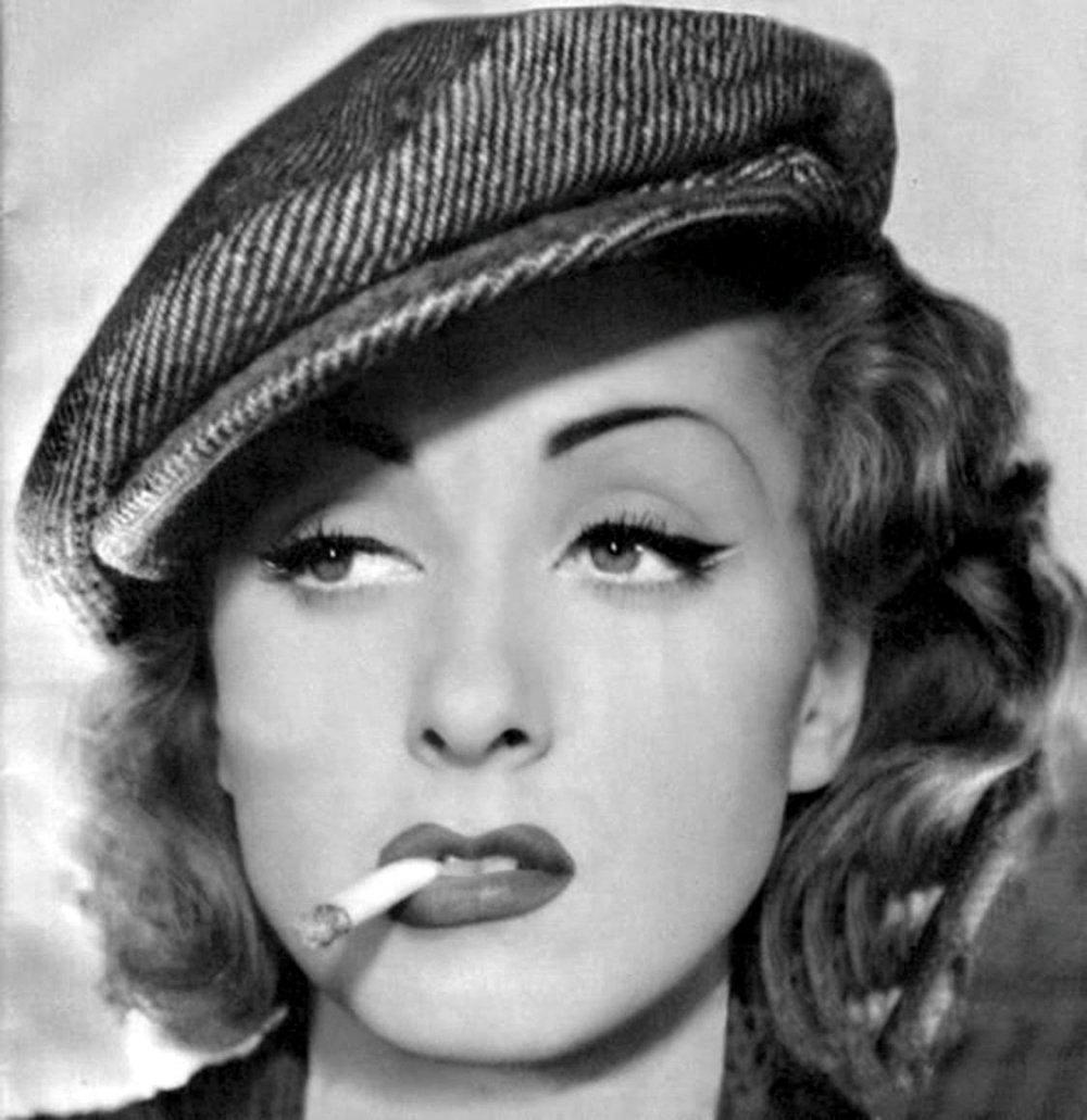 Darrieux in a pose from Un mauvais garçon (1936)