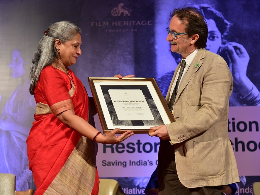 Politician-actress Jaya Bachchan gives the award of Outstanding Achievement to Gianluca Farinelli, Head of the Bologna Film Archive