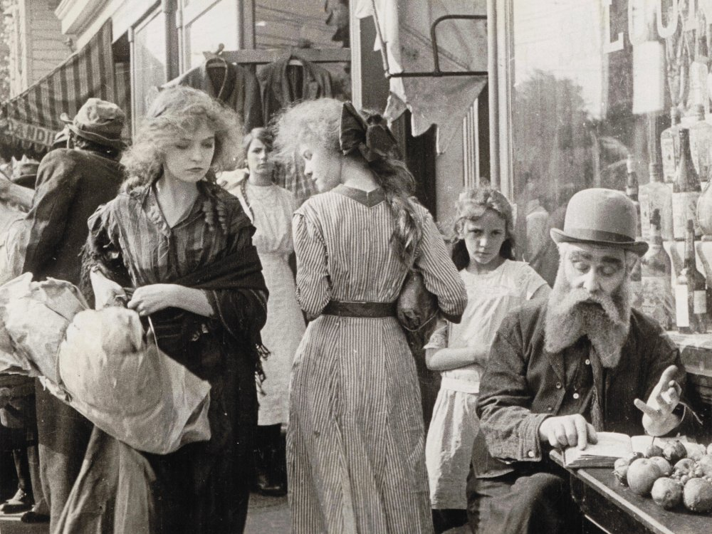 The Musketeers of Pig Alley (1912)