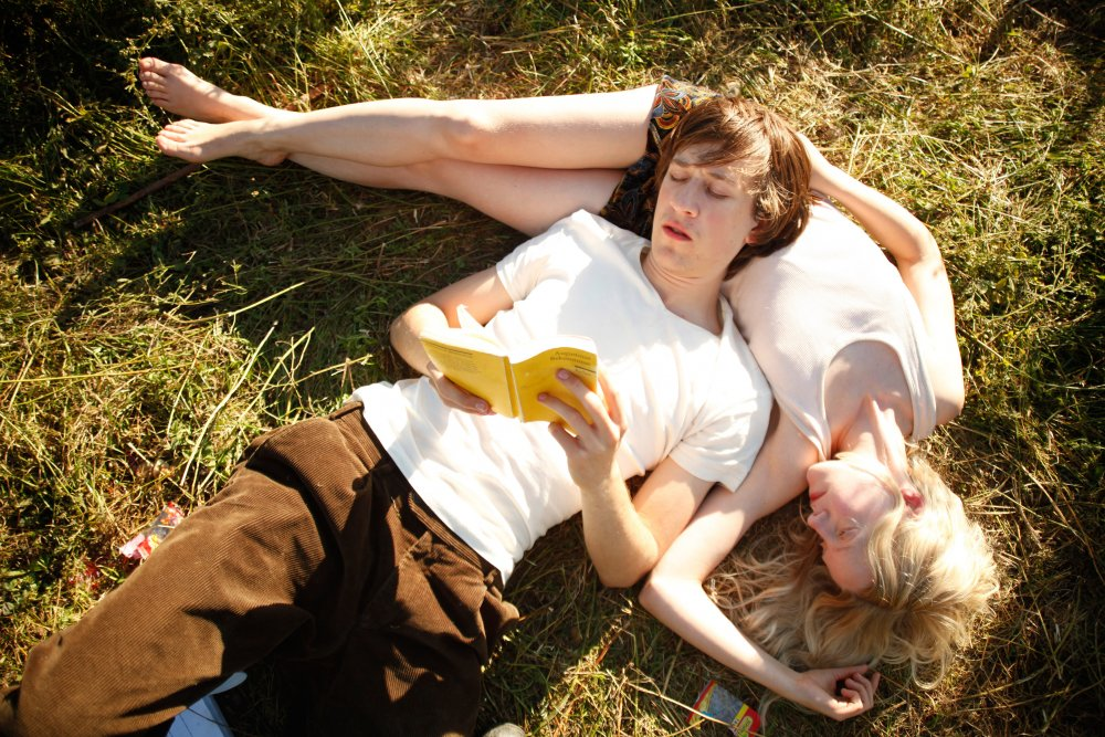 Josef Mattes as Robert and Julia Zange as Elena in My Brother's Name Is Robert and He Is an Idiot