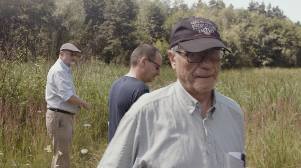 My Nazi Legacy (2015): Niklas Frank and Philippe Sands (in background) and Horst von Wächter at the site of a mass grave outside Zolkiew, Ukraine