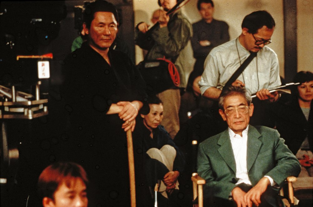 Nagisa Oshima (right) and Takeshi Kitano on the set of Gohatto (1999)