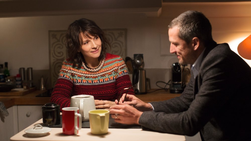 Guillaume Canet as Alain Danielson and Juliette Binoche as Selena in Non-Fiction (Doubles vies)