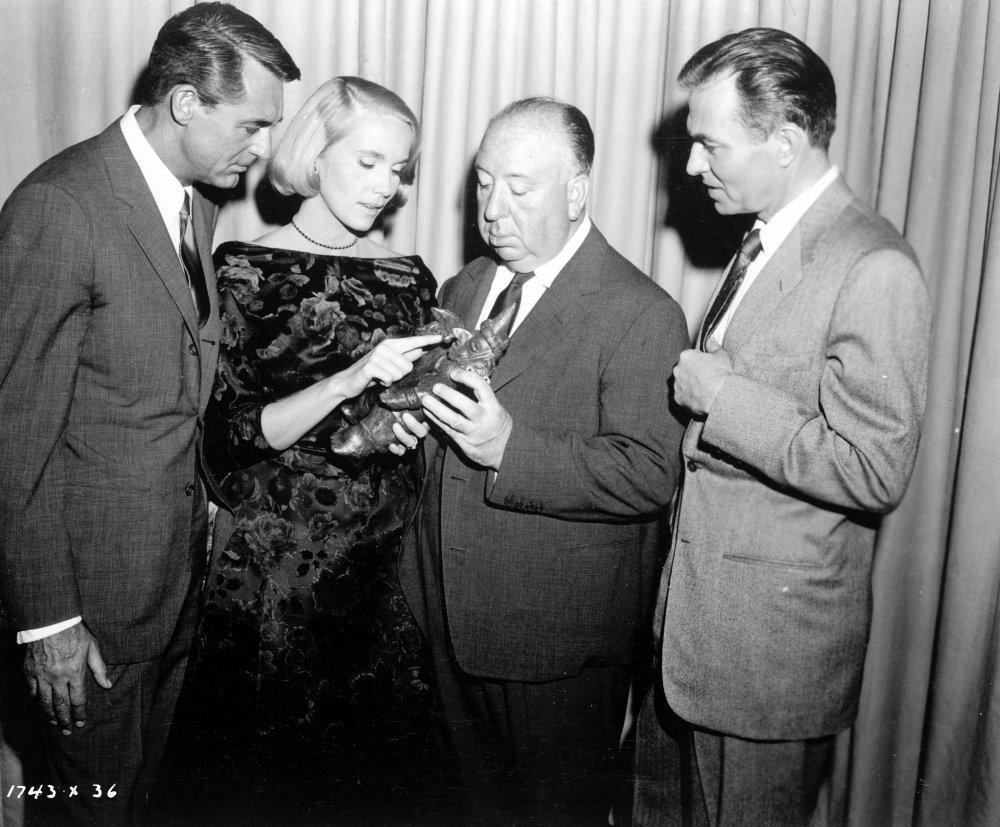 Cary Grant, Eva Marie Saint, Alfred Hitchcock et James Mason avec le guerrier tarasque