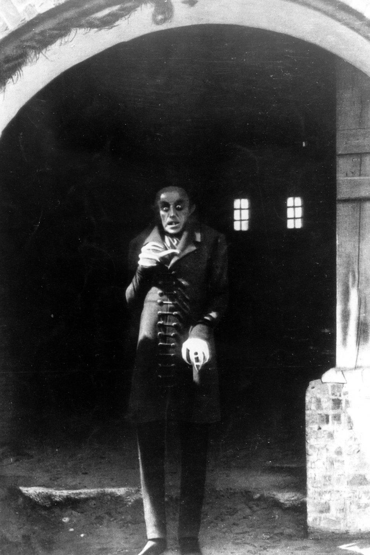 nosferatu 1922 opening scene critique Talk:nosferatu this is the talk i propose to rename this page in something like nosferatu (1922 film) (the opening scene.