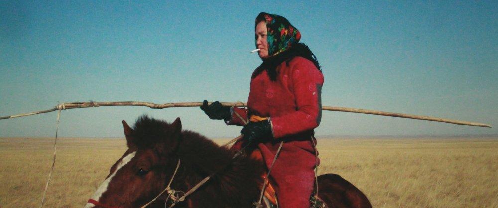 Dulamjav Enkhtaivan as the herdswoman in Öndög