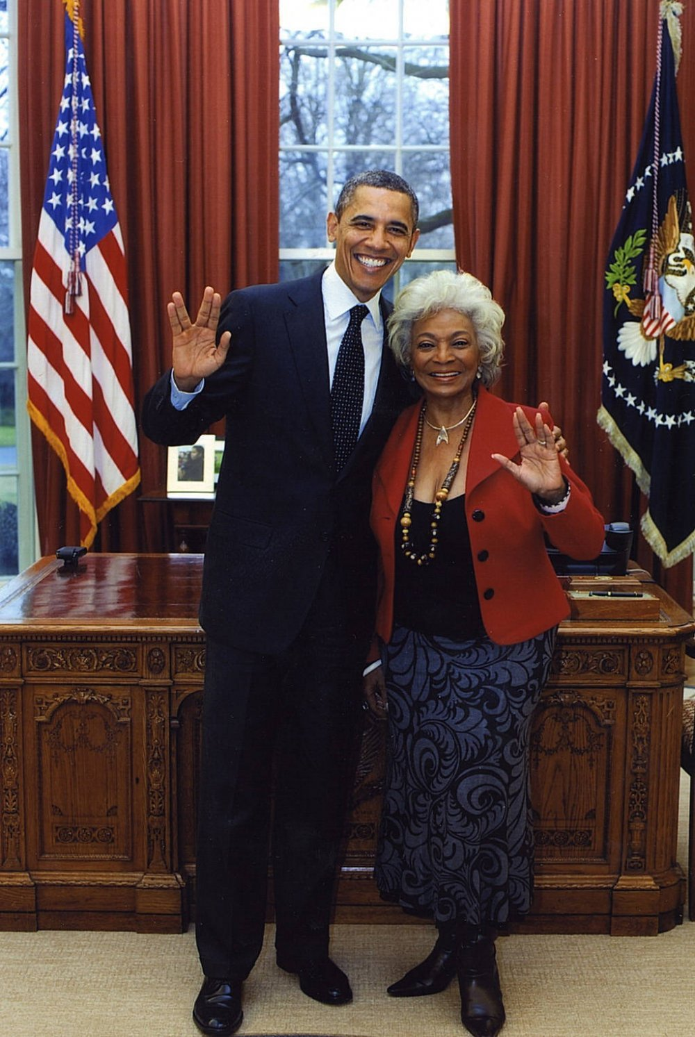 President Obama meets Lieutenant Uhura actor Nichelle Nichols in the White House