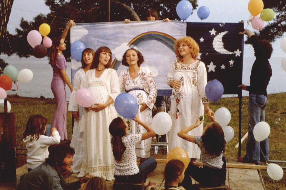 One Sings, The Other Doesn't (L'Une chante, l'autre pas, 1977)