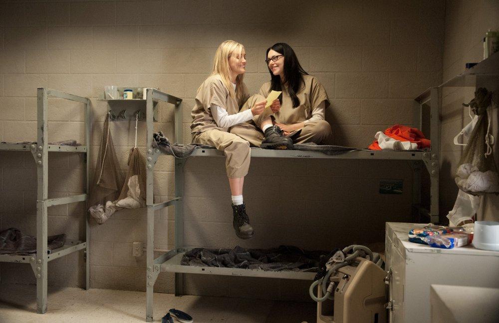 Piper and Alex (Laura Prepon)
