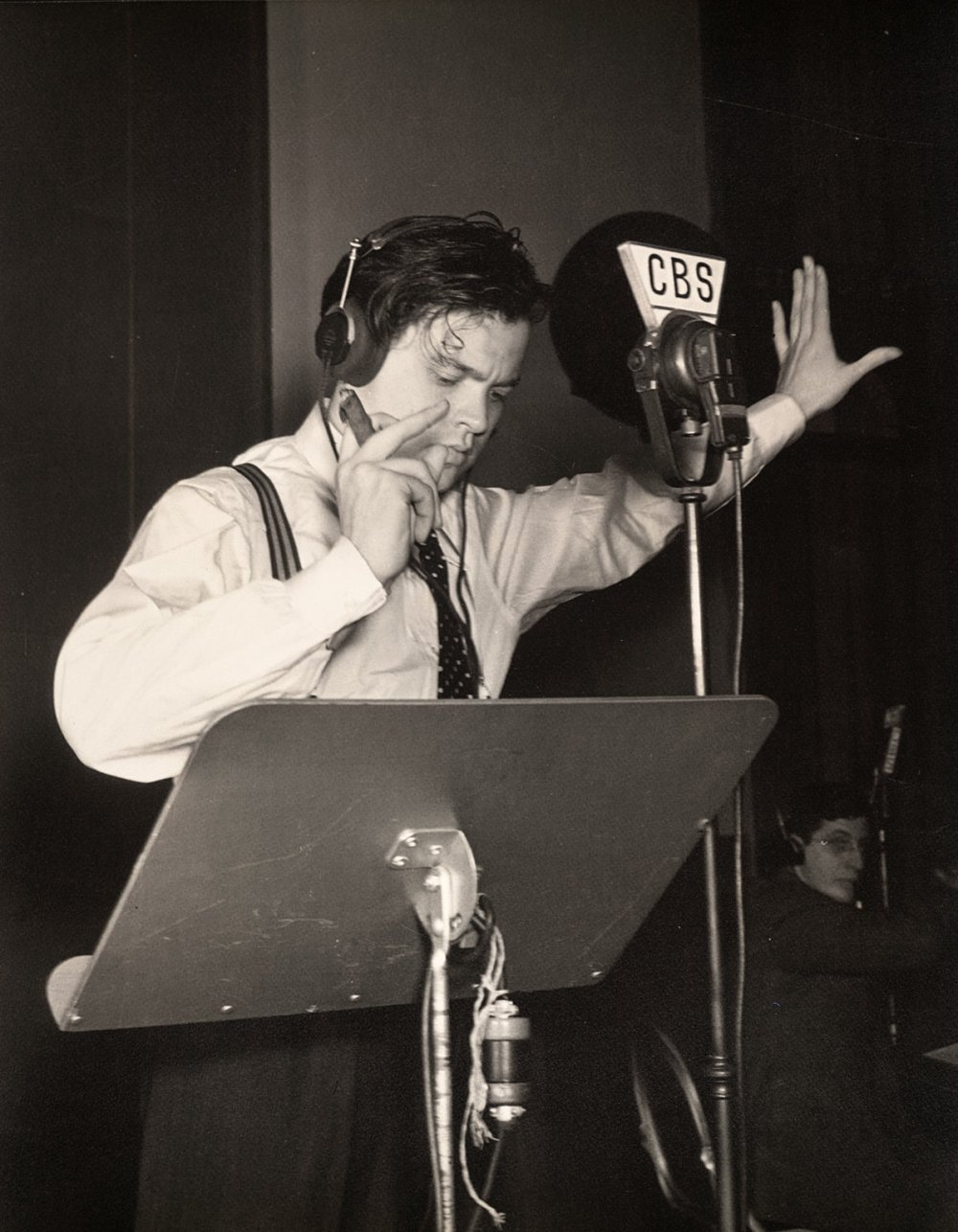 Welles at The War of the Worlds broadcast in 1938