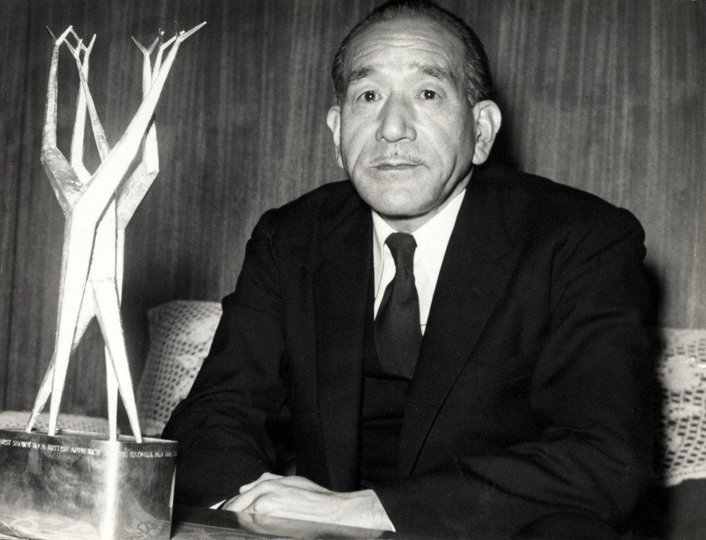 Ozu Yasujirô with the 1958 Sutherland Trophy for Tokyo Story