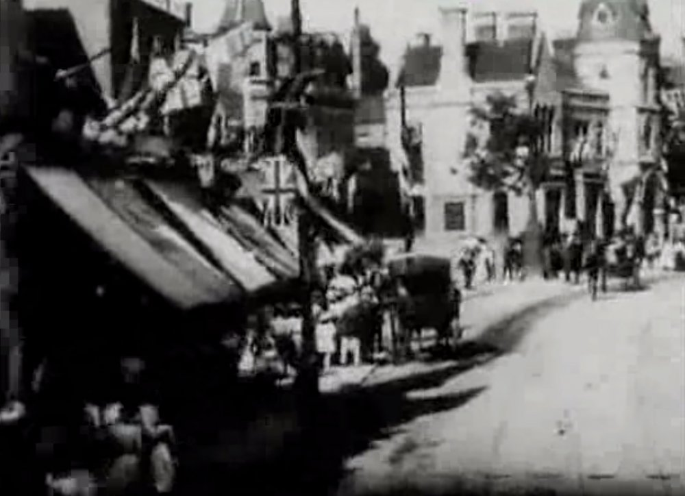 Panorama of Ealing from a Moving Tram (1901)