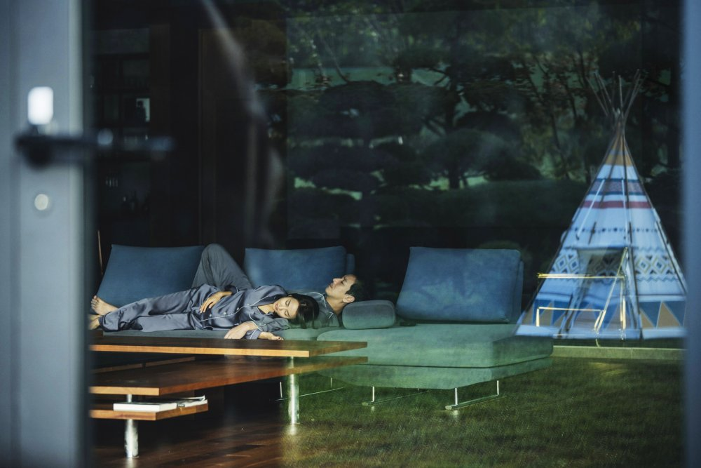 Lee Sun-kyun as Mr Park and Cho Yo-jeong as Mrs Park