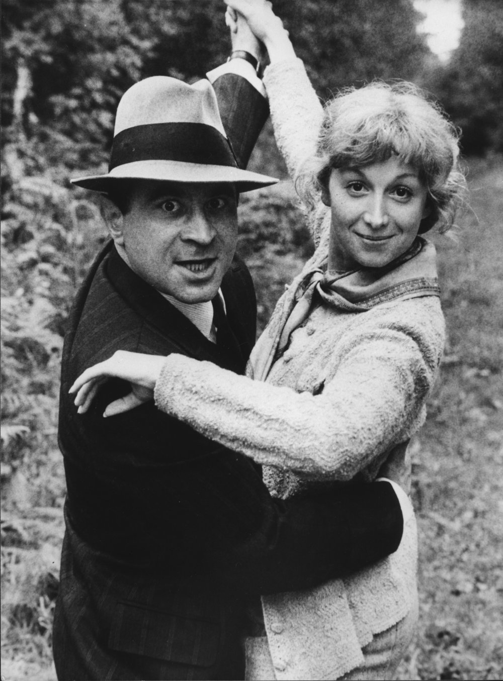 Hoskins rose to stardom in the lead role in Dennis Potter's six-part serial Pennies from Heaven (1978), acclaimed as a television masterpiece