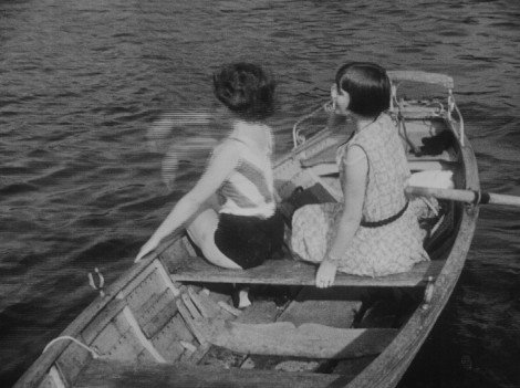 "An example of 'combing' from the Criterion Blu-ray of People on Sunday (1930). Courtesy: <a href=""http://www.dvdbeaver.com"">dvdbeaver.com</a>"