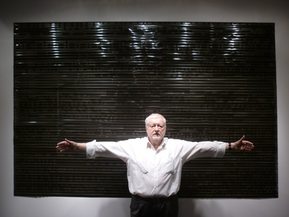 Peter Kubelka in front of the installation of his films Arnulf Rainer and Antiphon