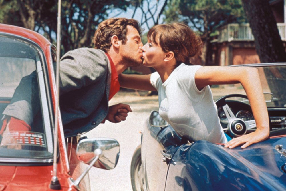 Journey to the end of the beach: Jean-Paul Belmondo and Anna Karina in Pierrot le fou