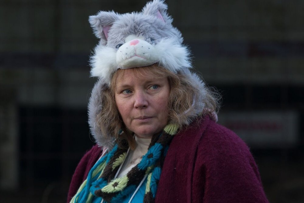 Joanna Scanlan as Lyn