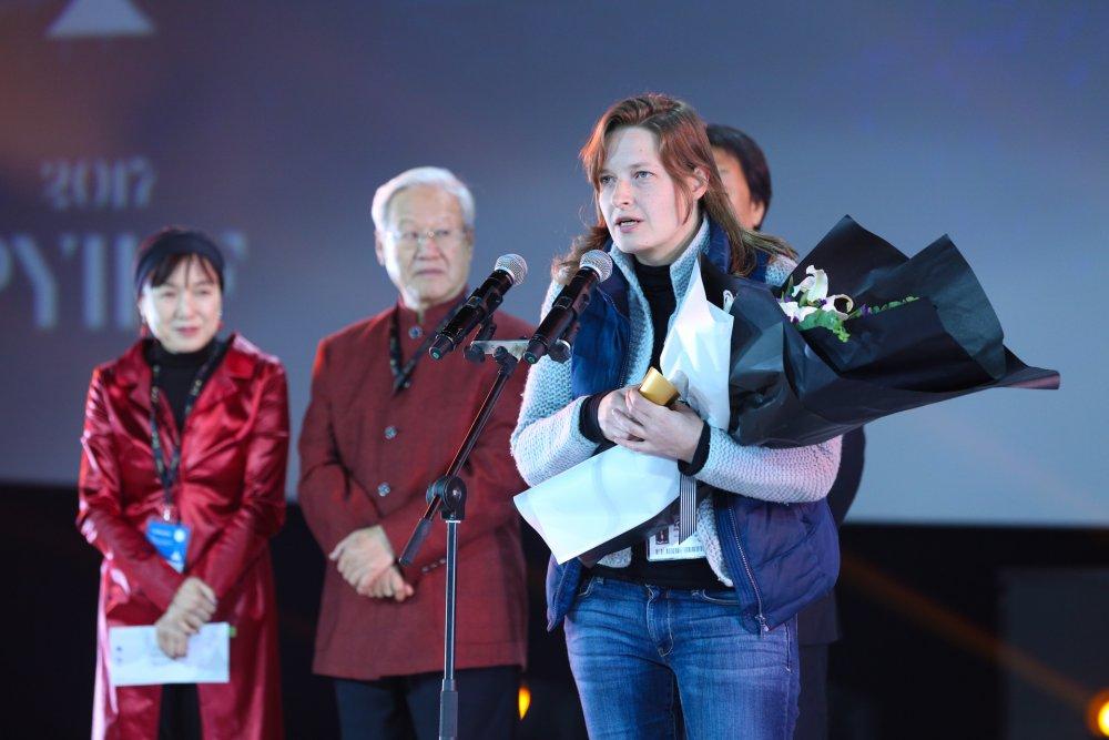 Elizaveta Stishova wins the best film award at the Pingyao International Film Festival