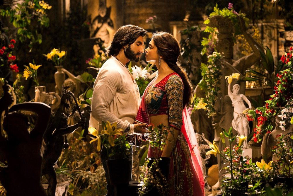 The play of bullets, Ram and Leela (2013)