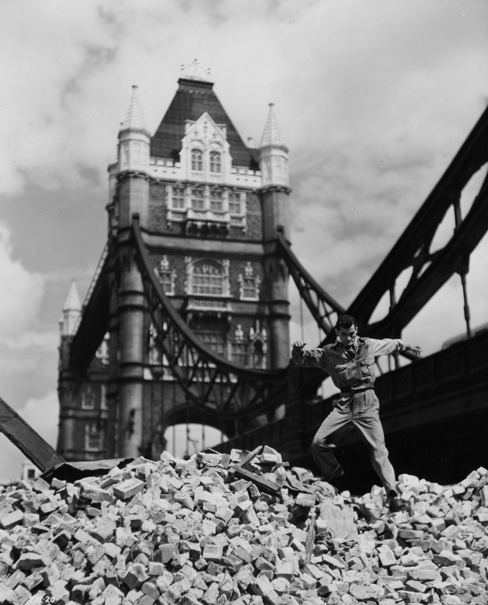 Pool of London (1950)