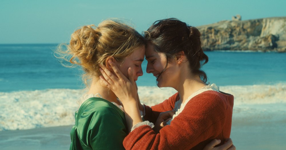 Adèle Haenel as Héloïse and Noémie Merlant as Marianne in Portrait of a Lady on Fire