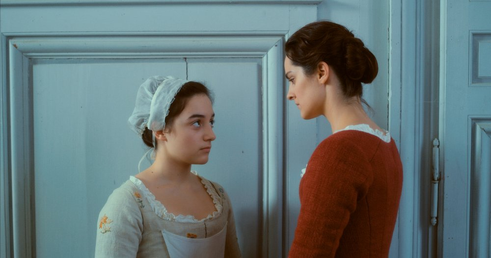 Luàna Barjami as Sophie and Noémie Merlant as Marianne